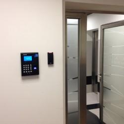 Установка биометрического считывателя